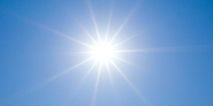逆光を味方に。太陽から伸びる光...